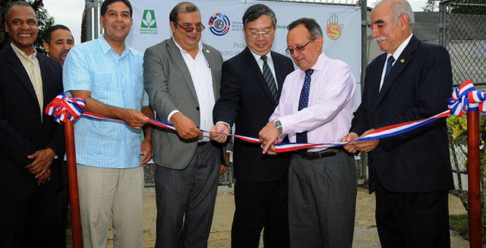 Gobierno inaugura invernadero; con el apoyo de China Taiwán y OIRSA